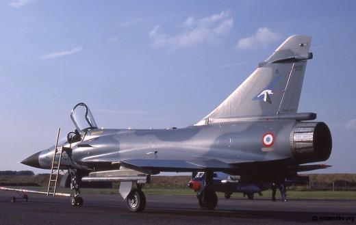 Tout juste arrivé sur la BA 102, le 2000C n°6 (2-EM) arbore sa 'Cigogne de Guynemer'