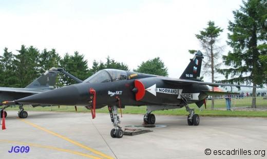 Le Mirage F-1 CT décoré pour la dissolution, à Reims