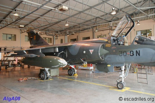 Mirage F-1 CT en maintenance au RC 2/30