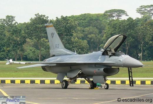 F-16C sn 613 du 143 Sqn basé à Tengah