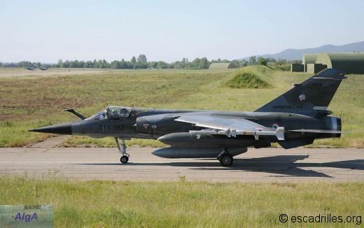 F-1CR du 5/330 au roulage sur la BA 126