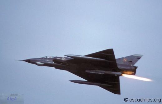 Mirage IIIE du 3/2 en 1980 avec le moteur fusée