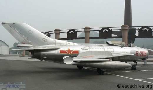 Version photo d'un F-6 (MiG-19 sous licence)