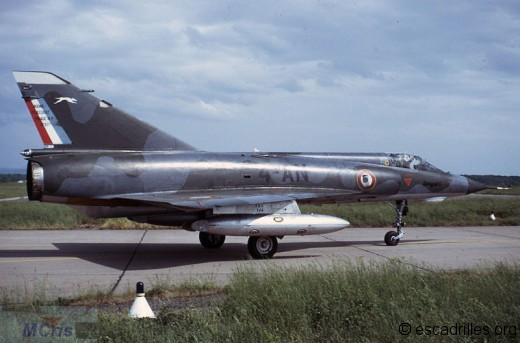 IIIE du 1/4 en mai 1971, avec les bidons de 800 l