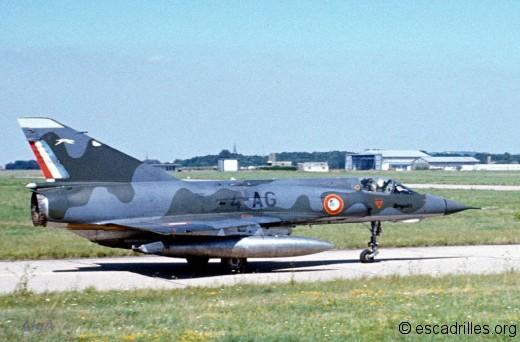 Mirage IIIE du Dauphiné au roulage à Frescaty en 1973