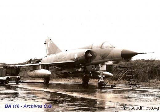 Avion du 2/4 avec 2 bombes de 250 kg