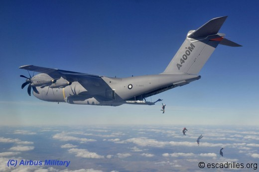 A400M et parachutistes