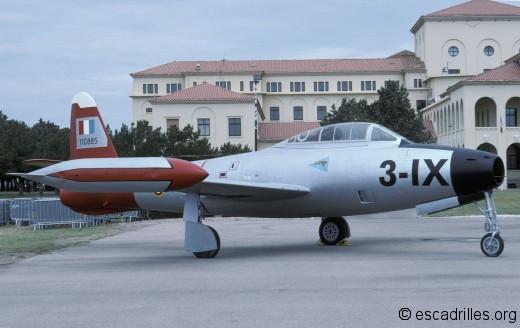 F-84G aux couleurs du 1/3 à Salon en 2003