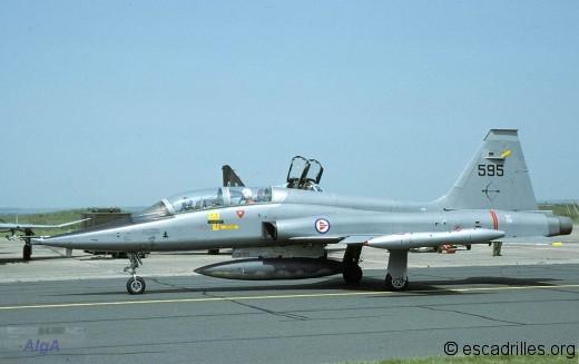F-5B 1986 595