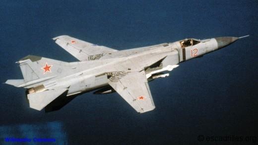 MiG-23 12 rouge
