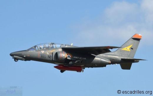 L'Alphajet biroutier décolle peu avant la première patrouille