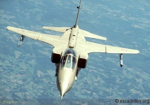 Les formes d'un Jaguar vu de face en 1991