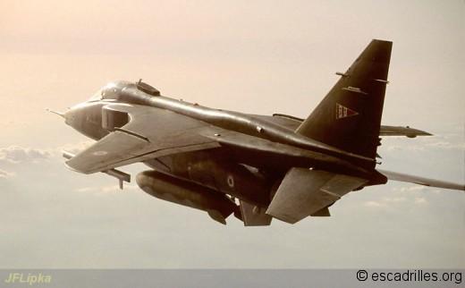 Vue 3/4 arrière d'un Jaguar du 2/11 de retour d'une mission en Bosnie (1993)