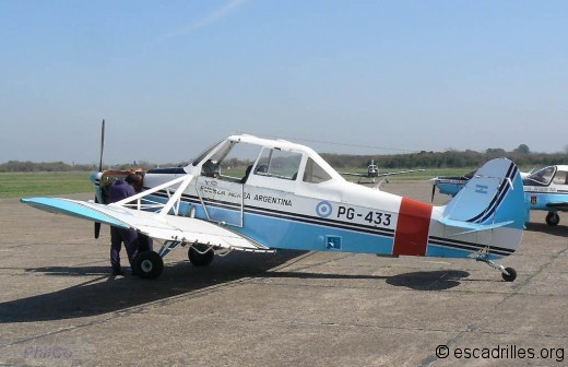 Piper-PA25-Pawnee_PG433_pc