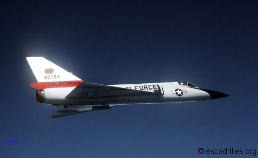 Contrairement au Voodoo, le F-106 avait des capacités maoeuvrières en HA