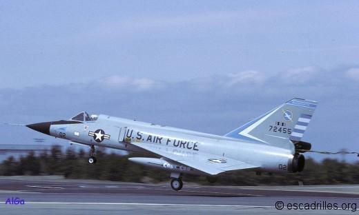 Bien que 40% plus grand, le F-106 ressemble beaucoup au Mirage III