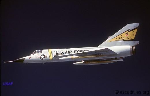 Tous les escadrons de l'ADC avaient des décos hautes en couleur, comme ce Six du 5è FIS