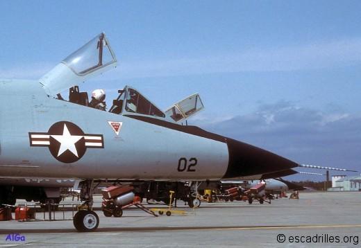 Vaste cockpit à l'américaine et radar à longue portée