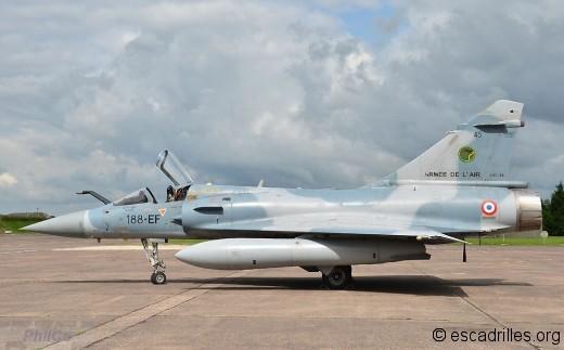 Le même avion avec la SPA 88 sur son côté gauche