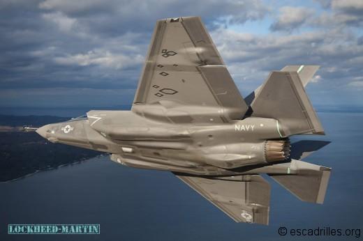 Le second F-35C montre ses dessous