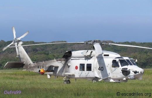 Un SH-60, avec son poisson-sonar bien visible