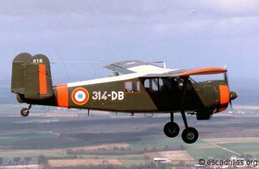 Le « 314-DB » n°015 – Escadrille de liaison de l'école de chasse (Tours, mars 1979). Cet appareil de présérie a été remis au standard de la série. Il porte le dernier type de marquage anti-collision