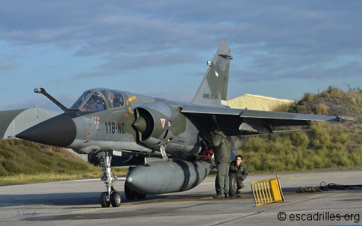 """Avec un bidon """"irakien"""" et 2GBU-12 sous les ailes, le F-1CR est un atout"""