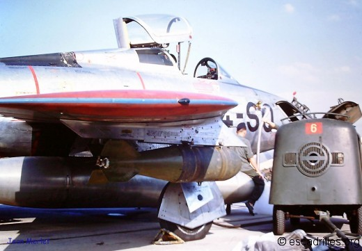 F-84F armé d'une bombe de 500 livres, en 1960