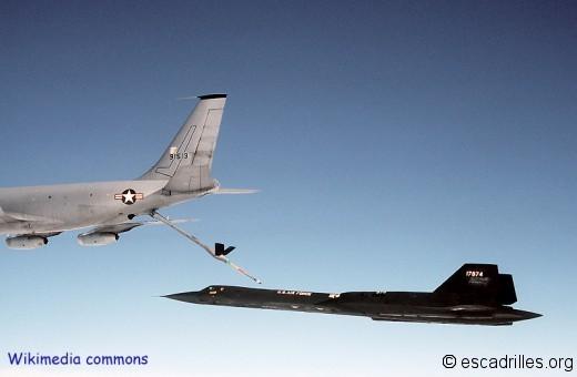 Un SR-71A du 9è SRW de Beale ravitaille sur un KC-135 spécial, le modèle Q