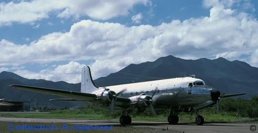 Le DC-4 de la 9S: offert par le président Trumann au général De Gaulle, il emporta dans ses cendres les 7 membres d'équipage lors du crash du 21 janvier 1982