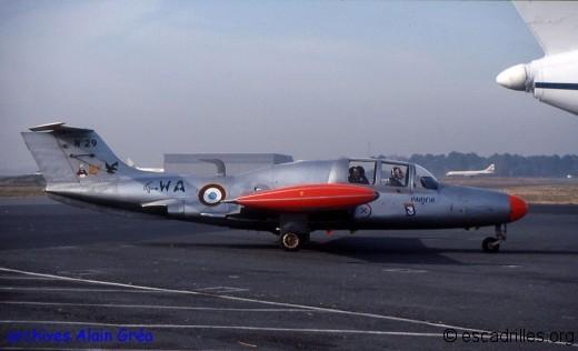Le « 4-WA  » n°29  du Limousin portant les insignes des trois escadrilles de l'escadron en mars  1993