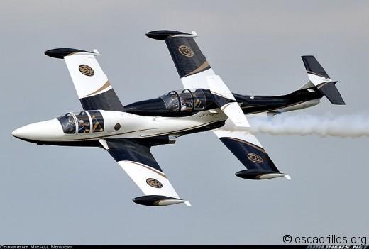 il reste quelques « Paris » en état de vol et notamment le n°92 - dernier exemplaire à quitter l'Armée de l'Air (voir ci-dessus) qui a été racheté par les USA avec quelques dizaines de ses pairs. Il vole actuellement au « Team MS760 » on le voit ici lors d'un meeting aérien à Oceana (Virginie) le 18 septembre 2010 (immatriculation N763JS).