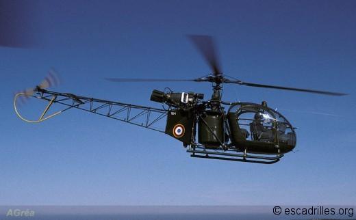 1990: l'Armée de l'Air va-t-elle se tourner vers des missions pacifiques, telles celle de cette Alouette II de l'EH 5/67 Alpilles ?