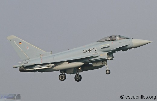 Typhoon_30+90_31_fb