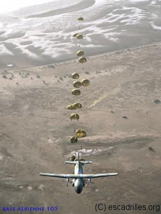 Parachutage: la drop zone est marquée par un fumigène