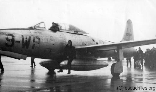 C'est a priori le dernier Thunderjet qui quitte Metz, avec aux commandes André Lebas (assis sur le bidon)