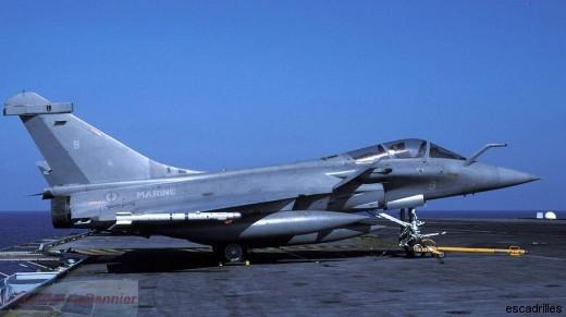 Le 12F-9 vu sur le Charles de Gaulle en 2004