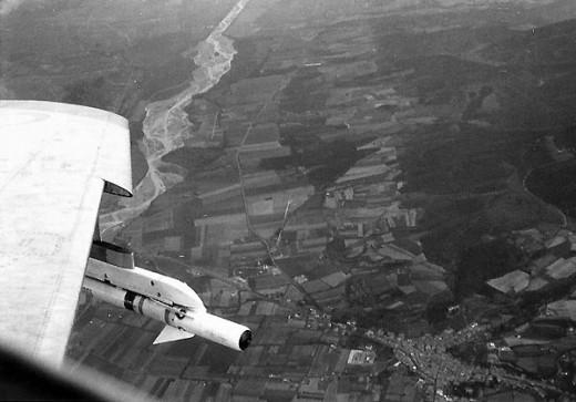 Le Sidewinder AIM-9B sous la plume d'un B2: ne pas tirer vers le soleil ...