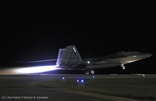 F22_take-off_Tyndall_usaf