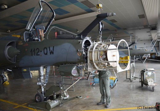 Les radars sont parmi les équipements les plus difficiles à entretenir quand les décennies s'écoulent (ici un F-1CT)