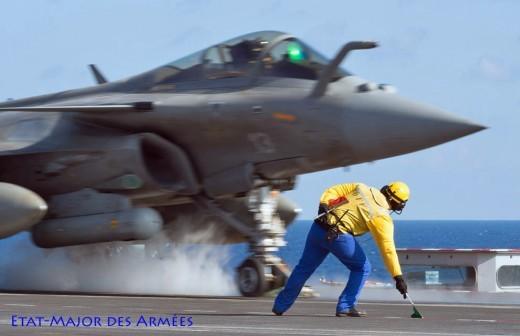 Le '13' est catapulté depuis le porte-avions Charles-de-Gaulle