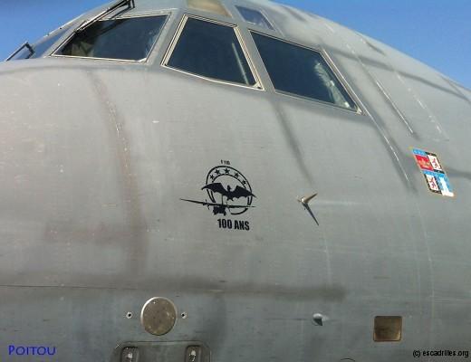 Ce C-160 arbore son logo '100 ans'