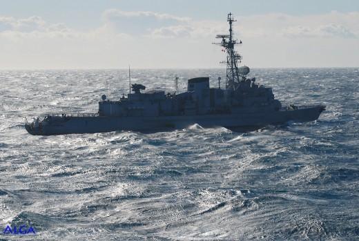 Une frégate anti-sous-marine est indispensable à la protection contre les intrusions des submersibles