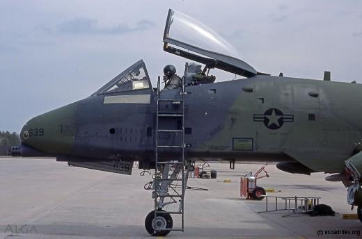 A10_CT-639_pilote_1983