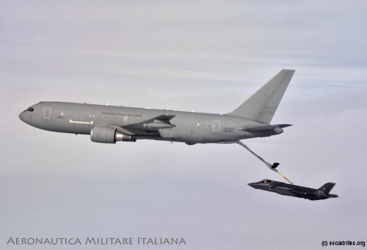 Un des KC-767 du 14e Stormo de l'AMI ravitaille le F-35