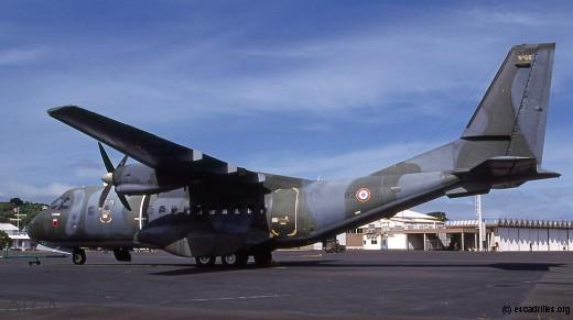 Le CN-235 débuta sa carrière outremer à l'ETOM 82 de Tahiti