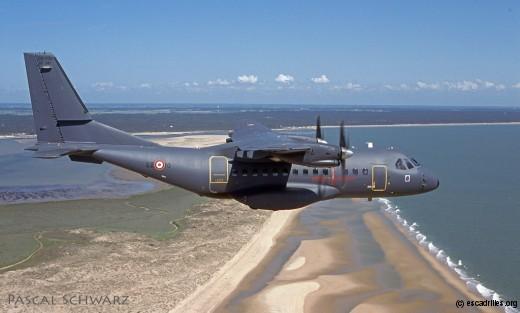 Un CN-235 du 1/62 Vercors saisi en vol par Pascal Schwarz, en 2001