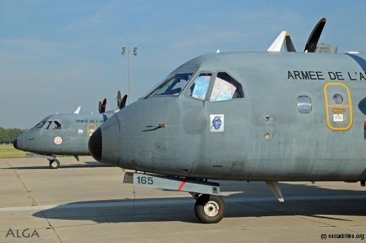 Au premier plan, le 165 (dernier -200) aux couleurs du Vercors. Au second plan, avion ayant servi à la mission MFO de l'ONU au Sinaï.