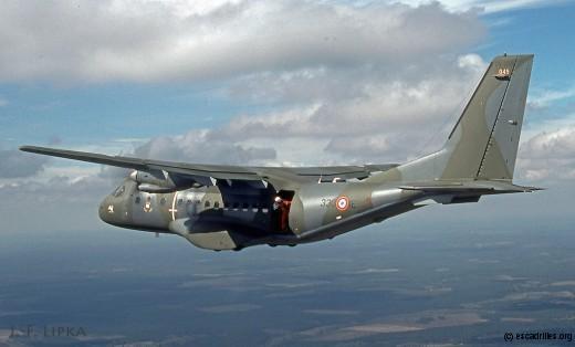 Essais de parachutistes avec le 045, à l'ETE 6/330 en 1991