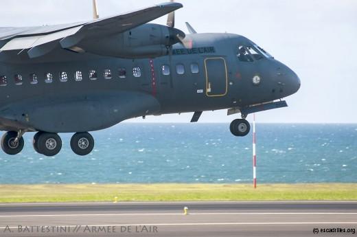 Arrivée du 1er CN-235 -300 à La Réunion, 4 juin 2015